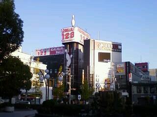 10/23(金)6:58 <br />  近鉄八尾駅前