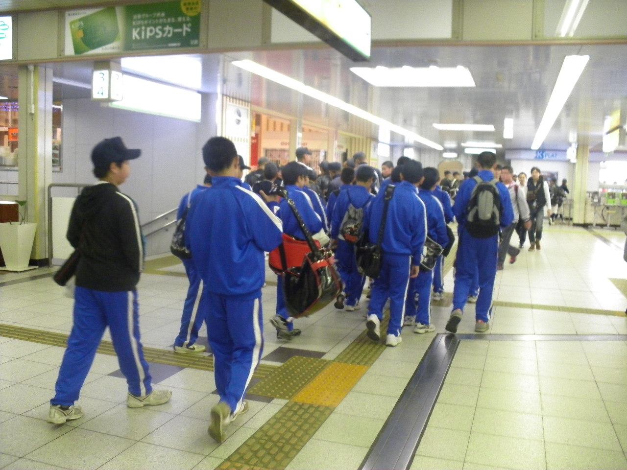 6:38 近鉄大和西大寺駅にて