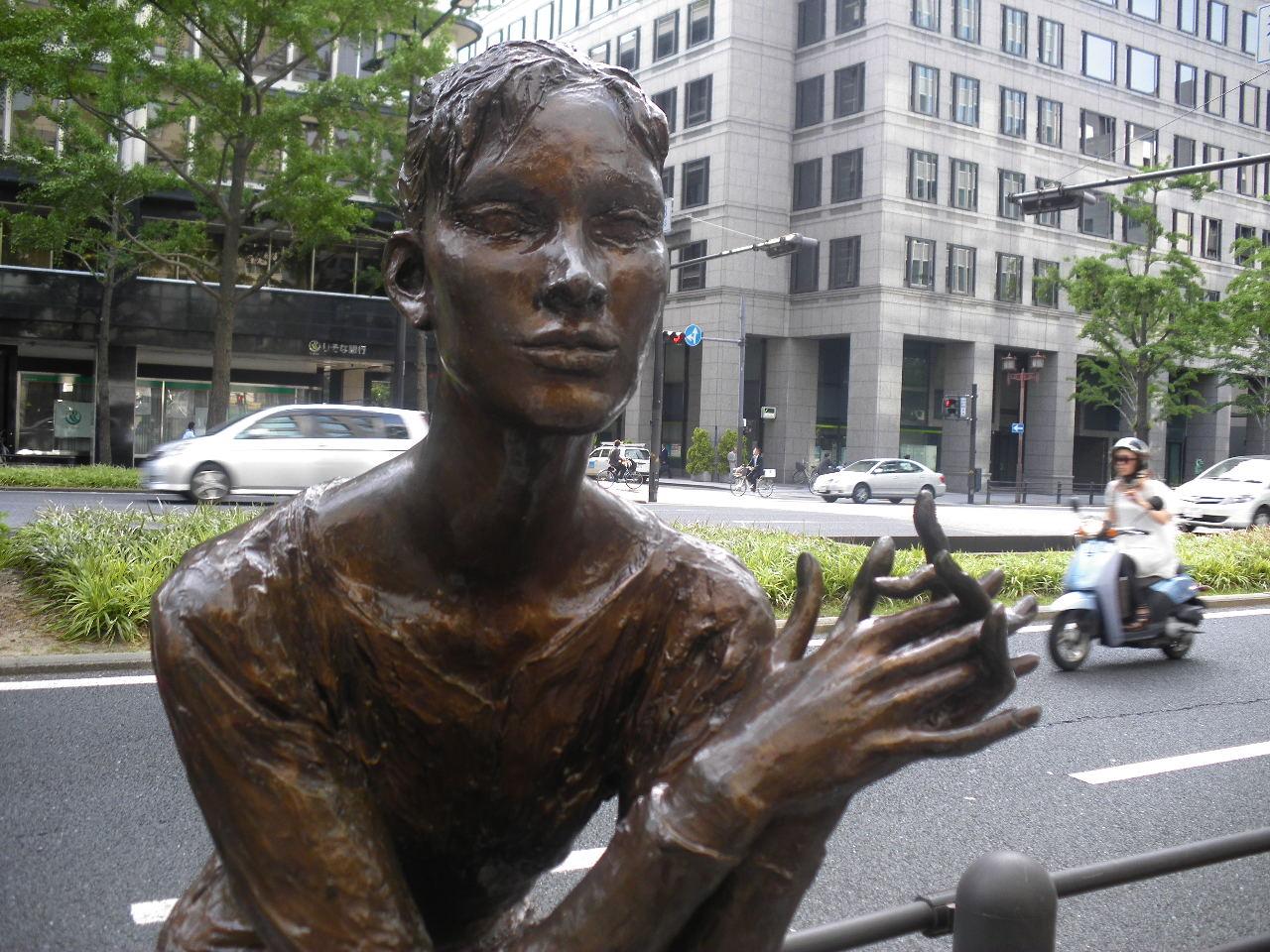 朝倉響子「ジル」 エレガントで気品がある魅力的な大人の女性像だ。 朝倉響子の野外彫刻を、...