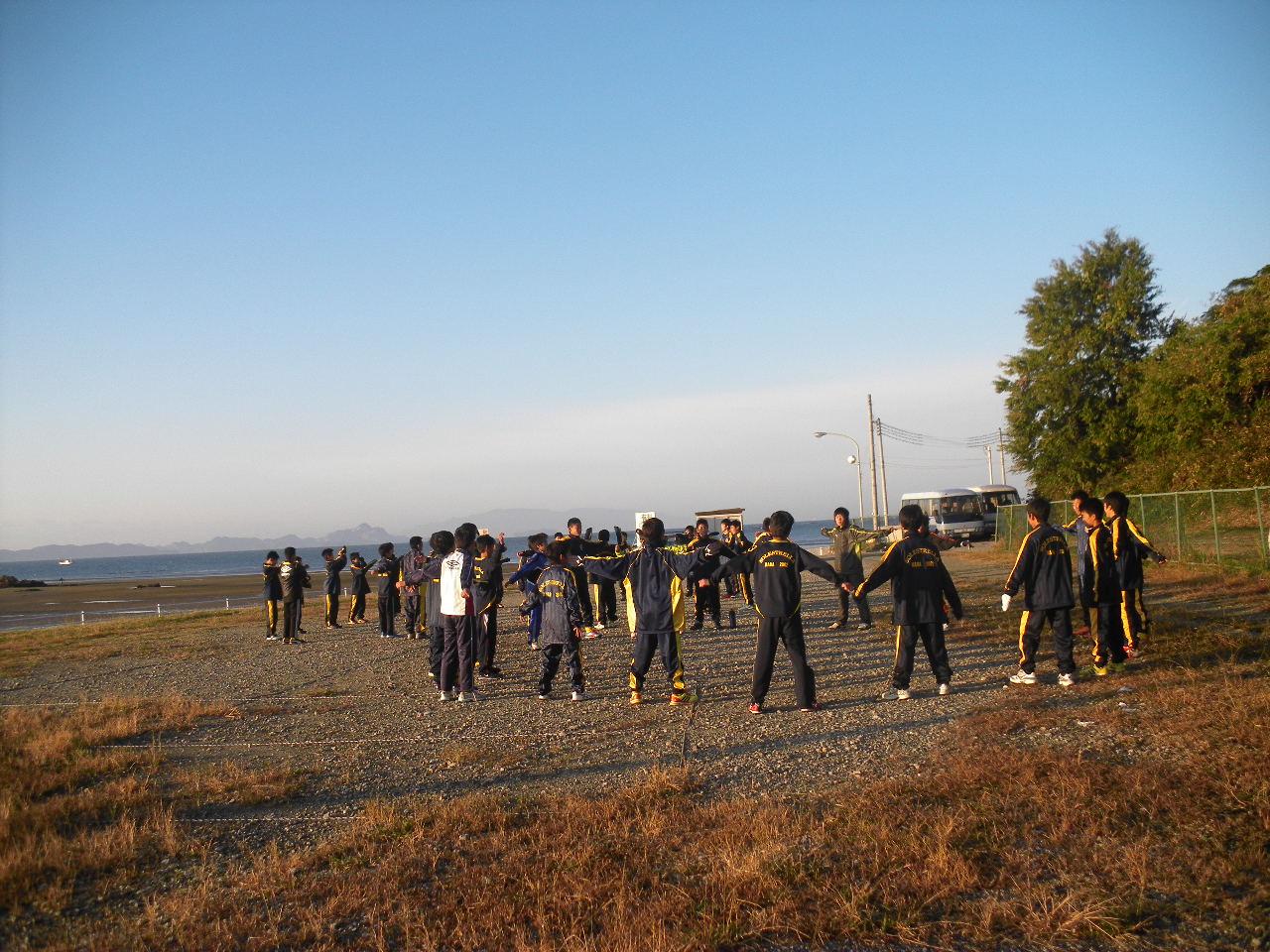 朝の海辺散歩と体操